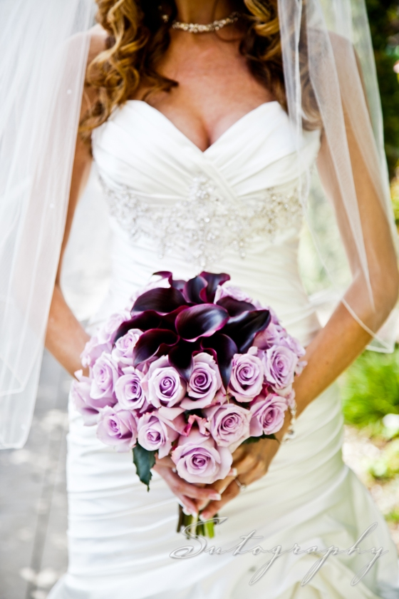 Beautiful bouquet by Diane's Flowers Please, photo by Sutography